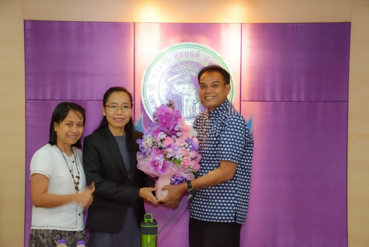 ผู้บริหารคณะศึกษาศาสตร์ มช. ร่วมแสดงความยินดีกับ ผู้ช่วยศาสตราจารย์ ดร.น้ำผึ้ง อินทะเนตร