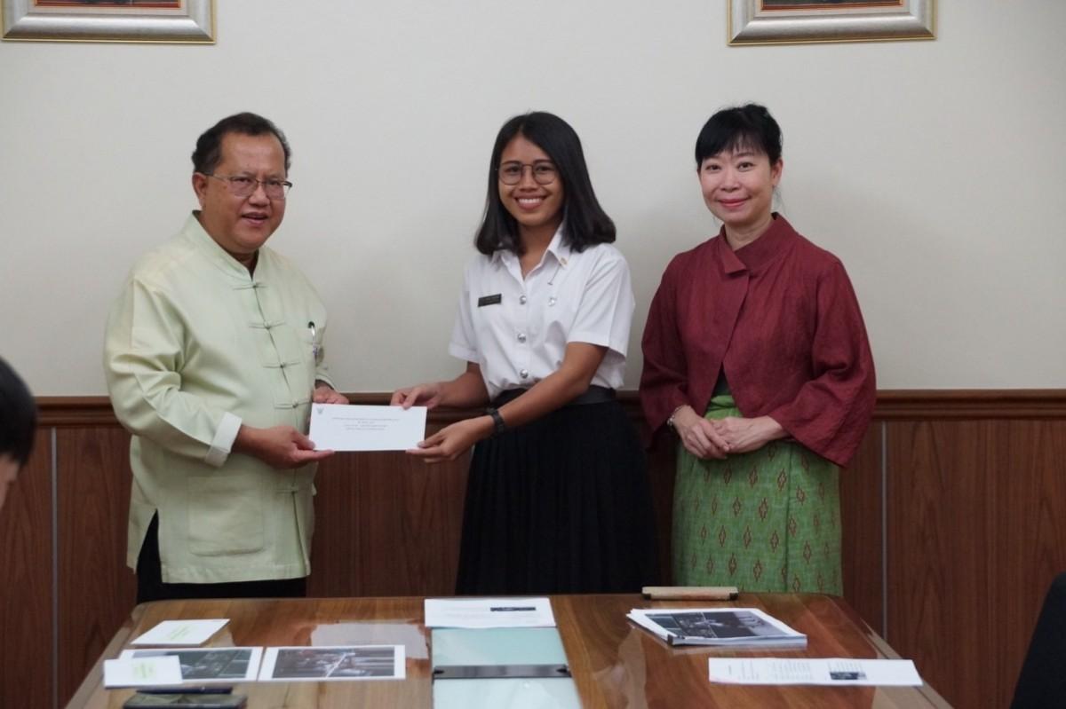 นักศึกษาสาขาวิชาศิลปศึกษา รับมอบทุนสนับสนุนการศึกษาอาสาสมัครช่วยเหลือนักศึกษาพิการ ประจำปีการศึกษา 2561