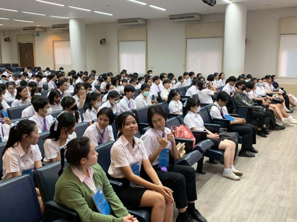 พิธีปลดป้ายฟ้าและมอบหัวเข็มขัด ให้แก่นักศึกษารหัส 62 คณะศึกษาศาสตร์ มช.