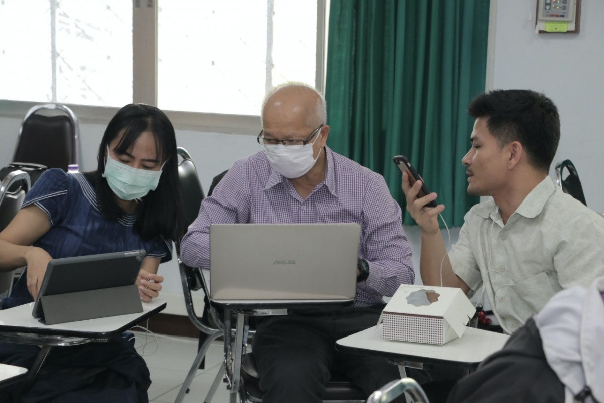 หน่วยบริการวิชาการ จัดกิจกรรมอบรมการใช้โปรแกรม ZOOM Meeting แก่อาจารย์คณะ และ รร.สาธิตฯ