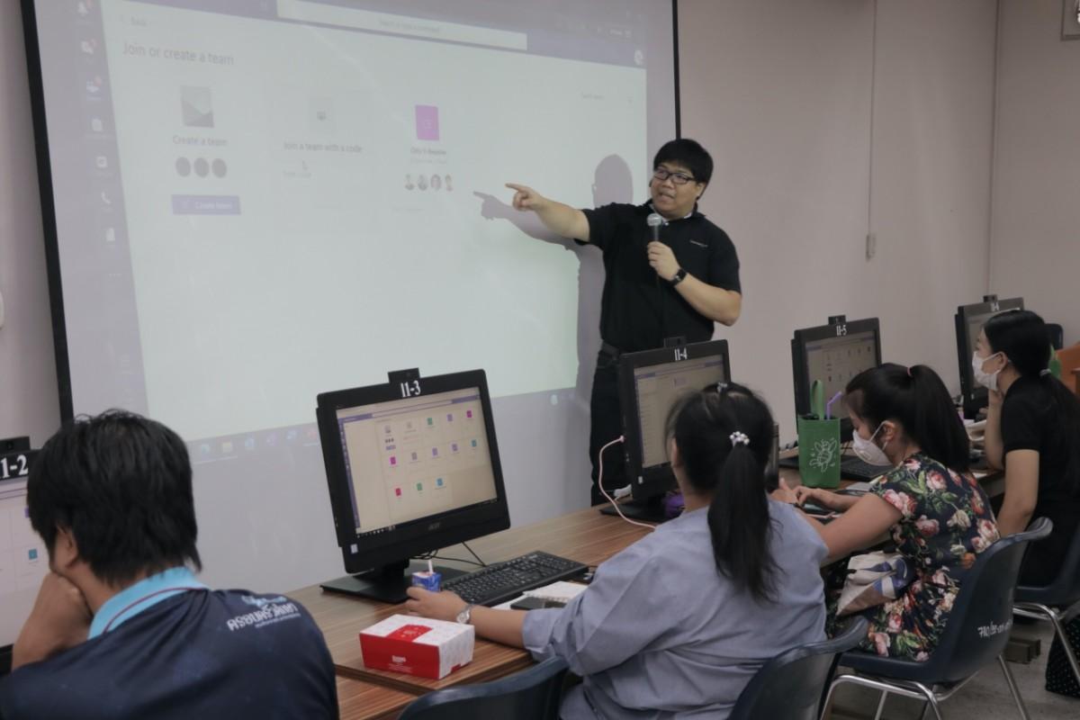 คณะศึกษาศาสตร์ มช. จัดกิจกรรมอบรมการใช้โปรแกรม Microsoft Teams อย่างมืออาชีพ ให้แก่เจ้าหน้าที่คณะ