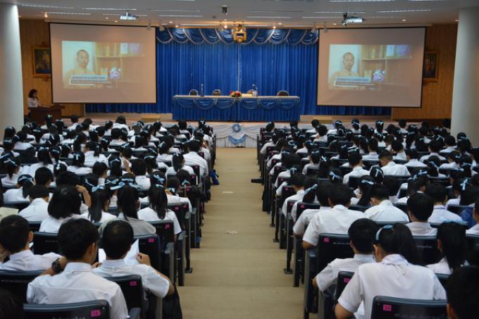 คณะศึกษาศาสตร์ มช. จัดกิจกรรมปฐมนิเทศแก่นักศึกษา ระดับปริญญาตรี ประจำปีการศึกษา 2558