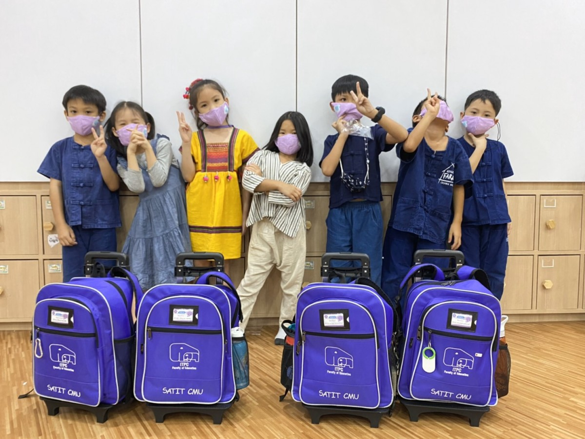 โรงเรียนสาธิต มช. ระดับอนุบาลและประถมศึกษา มอบหน้ากากผ้าให้แก่นักเรียน ป้องกันการแพร่ระบาดของเชื้อไวรัส และโรคติดเชื้อระบบทางเดินหายใจ