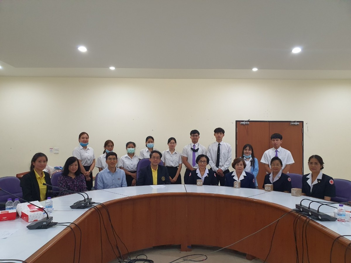นักศึกษาคณะศึกษาศาสตร์ มช. ผู้ได้รับทุนนักเรียนในพระราชานุเคราะห์ฯ ร่วมต้อนรับเหล่ากาชาดจังหวัดเชียงใหม่