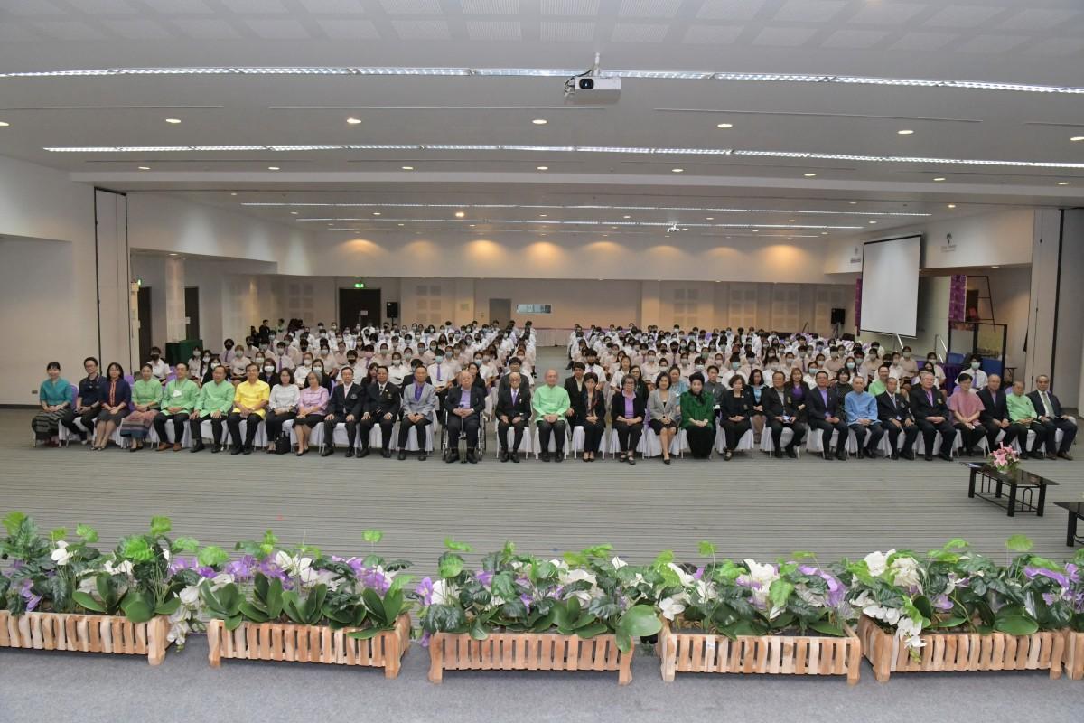 นักศึกษาคณะศึกษาศาสตร์รับมอบทุนการศึกษามหาวิทยาลัยเชียงใหม่ฯ ปีการศึกษา 2563