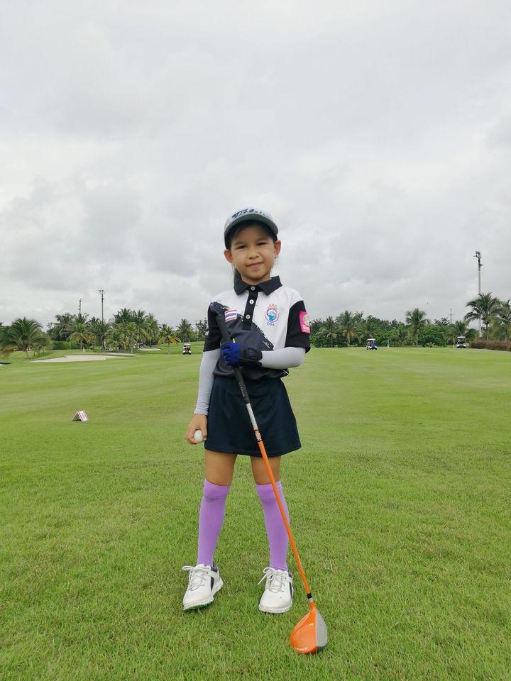 น้องแพงกี้ ป.1/1 เป็นตัวแทนของโรงเรียนฯ ร่วมแข่งกอล์ฟ ในการแข่งขันกีฬาระหว่างโรงเรียนส่วนภูมิภาคจังหวัดเชียงใหม่ 2563