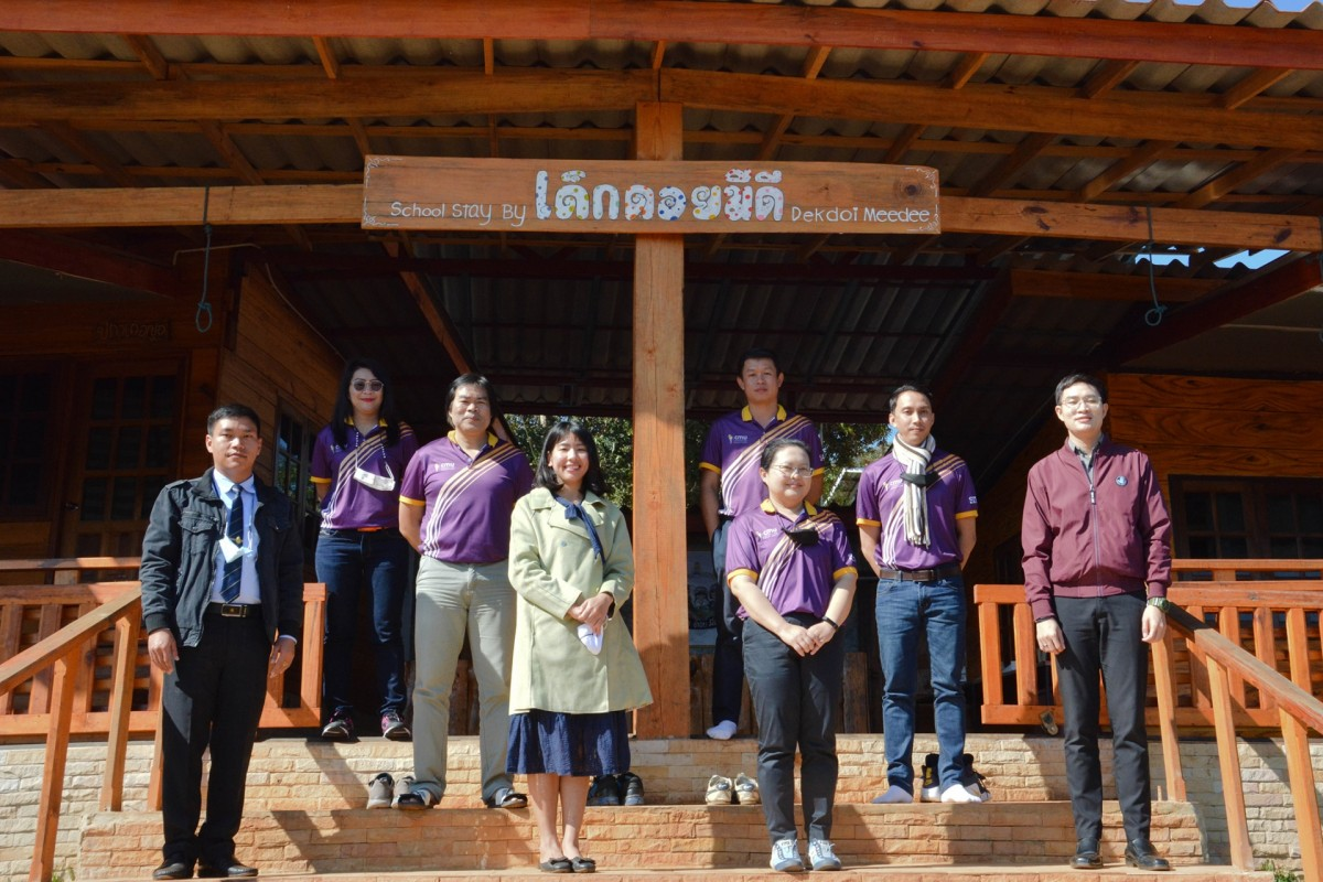 A team of CMU scholars from CMU's Faculty of Education met with regional school principal to help promote active learning and guide policy. Under the new Education Sandbox Act, local schools will need to conform to new national standards.